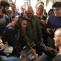 """Marco Confortola durante la firma degli autografi per il suo ultimo libro """"Il Cacciatore di 8.000"""""""