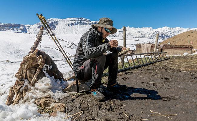 Emanuele Confortin in Himalaya per la scrittura del suo libro